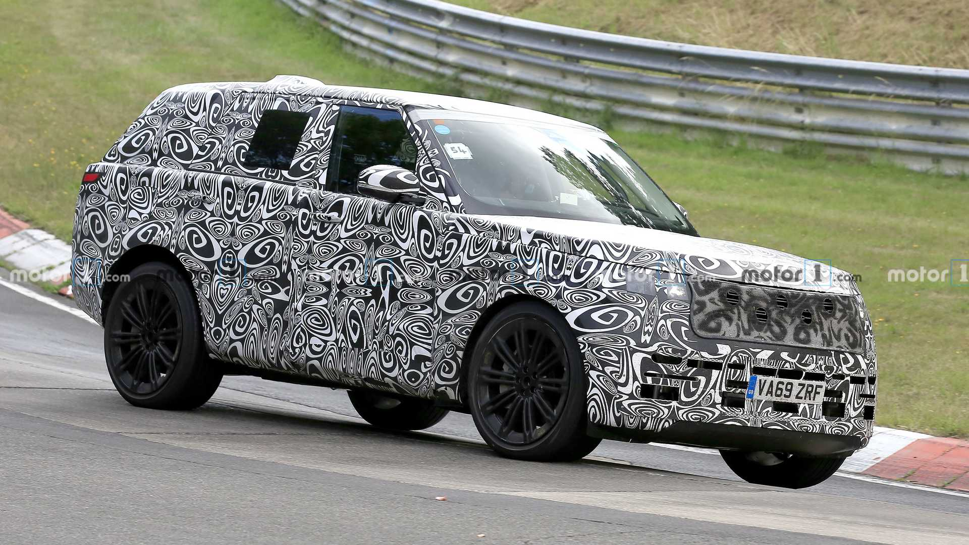 New Land Rover Range Rover spied testing with a rollcage