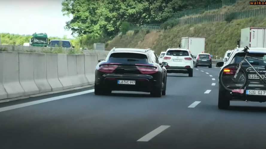 Porsche Taycan Cross Turismo ilginç bir kamuflajla görüntülendi