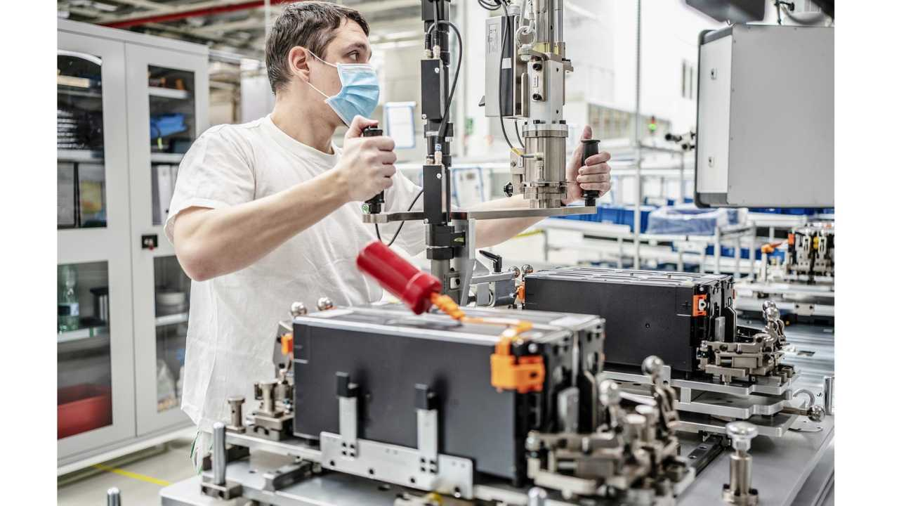 Production of high-voltage traction batteries at ŠKODA AUTO