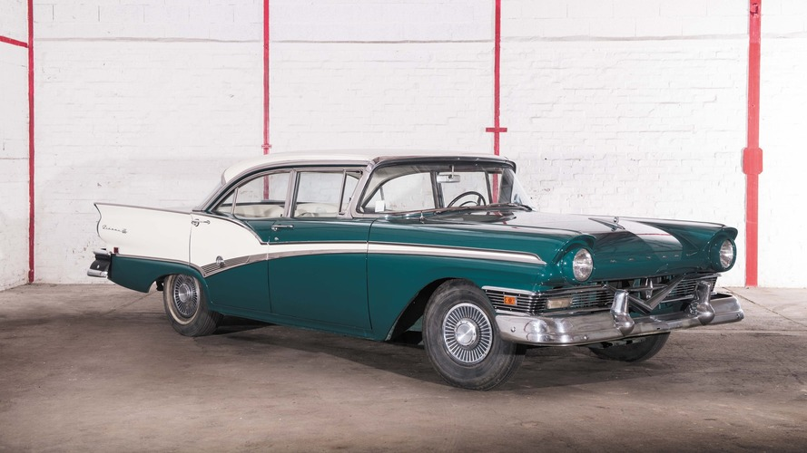 Lot 38 - 1957 Météor Rideau 500 4 Door Sedan