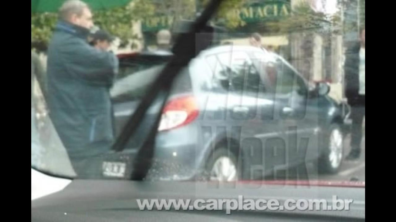 Novo Clio europeu é flagrado novamente durante gravação de comercial