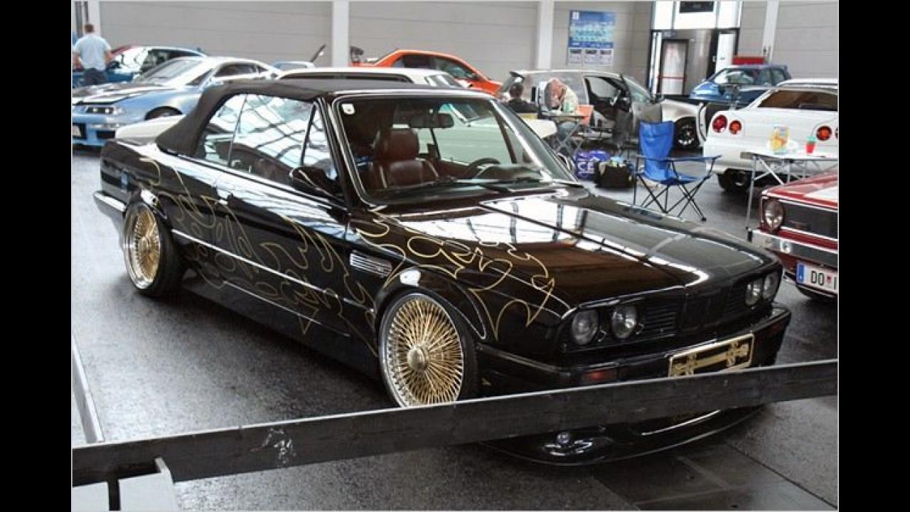 Vergoldete Speichen-Felgen für dieses BMW 3er Cabrio der Baureihe E30