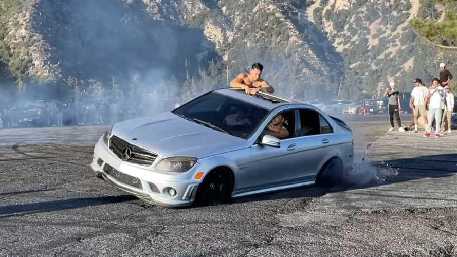 Dieser Fahrer eines Mercedes-AMG C 63 zerdriftet sein Auto