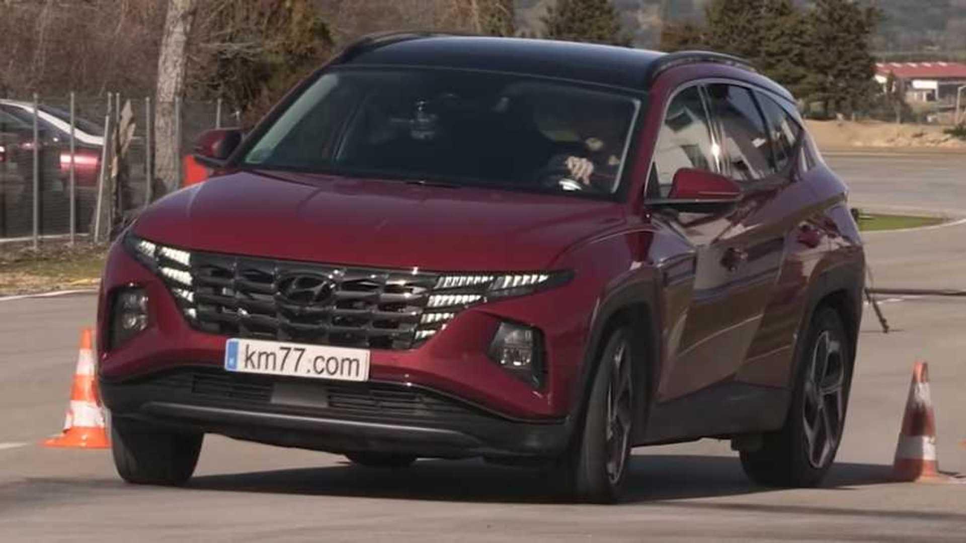 Hyundai Tucson 2022 года проходит сложный тест на лося
