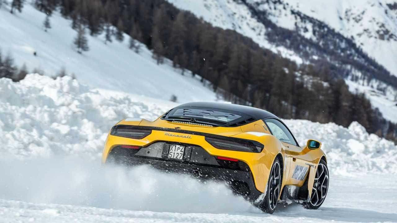 Maserati MC20, i test sulla neve a Livigno