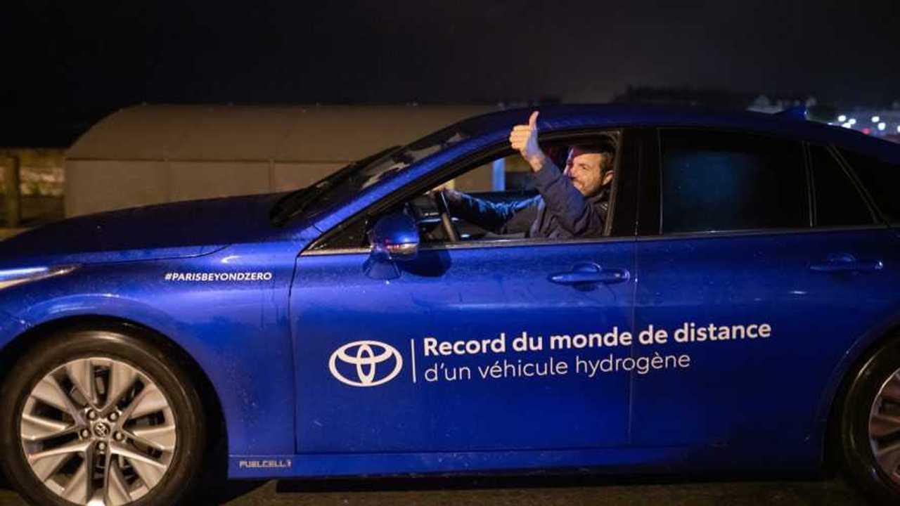 Una Toyota Mirai blu