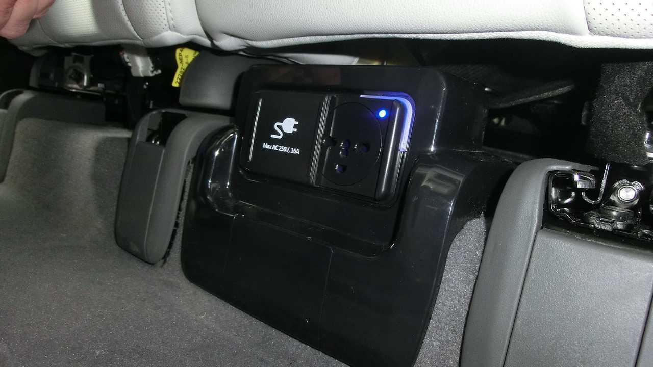Hyundai Ioniq 5: Die Steckdose unter den Rücksitzen
