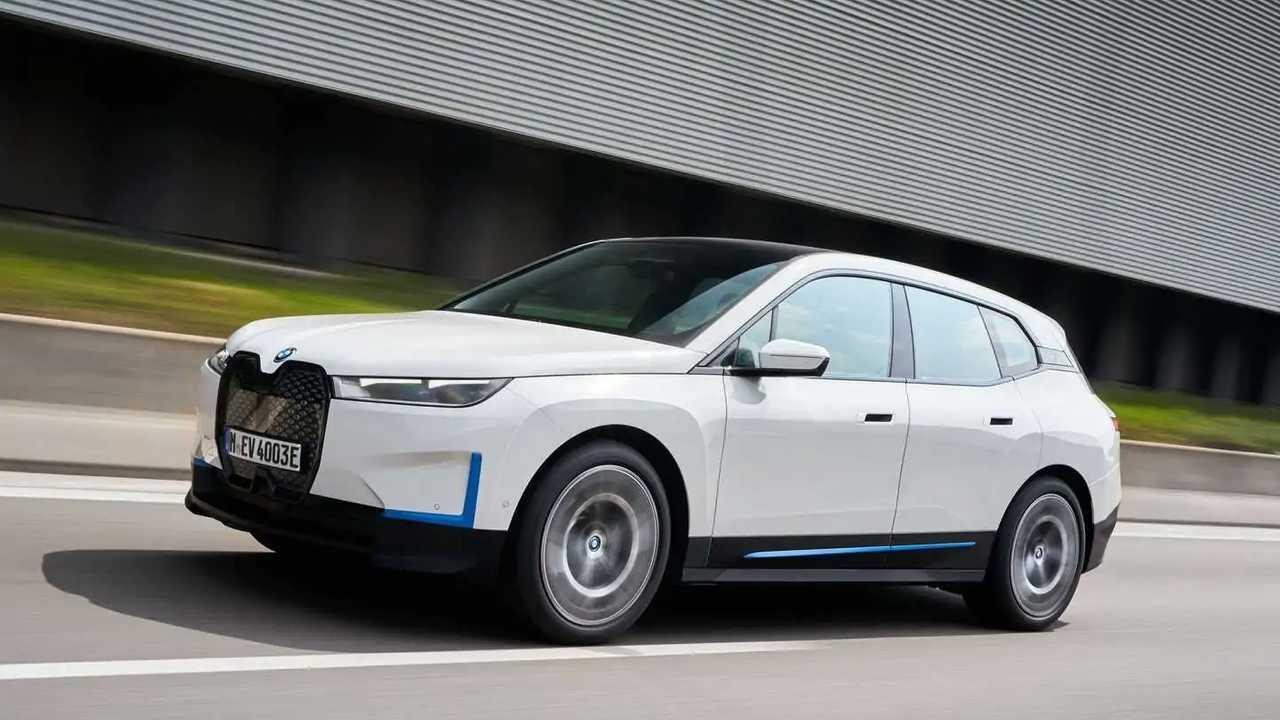 Unterwegs im seriennahen Prototypen des BMW iX