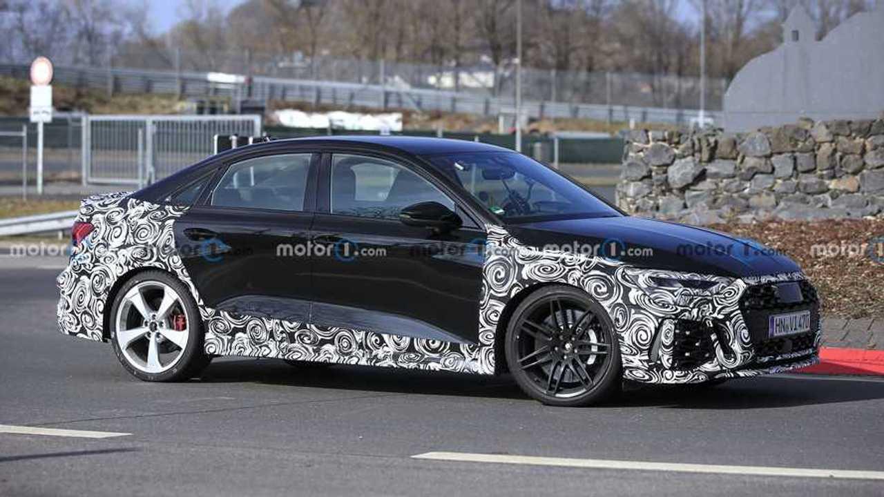 Audi RS 3 Sportback und RS 3 Limousine als Erlkönig (2021)