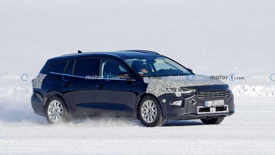 Ford Focus Active, kamuflajlı yüzünü gizlemeye devam ediyor