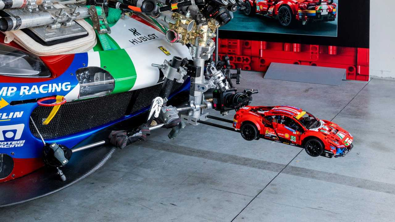 Ferrari 488 GTE de Lego vuelta rápida circuito