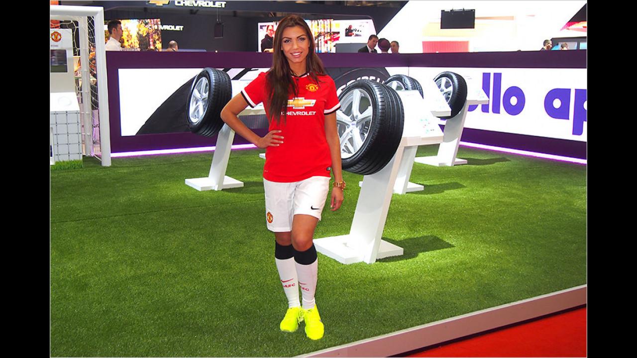 Um der etwas langweilig gewordenen Sportart Fußball neuen Pep zu verleihen, sind Bälle künftig wie Reifen geformt. Das gibt dem Spiel etwas Würze