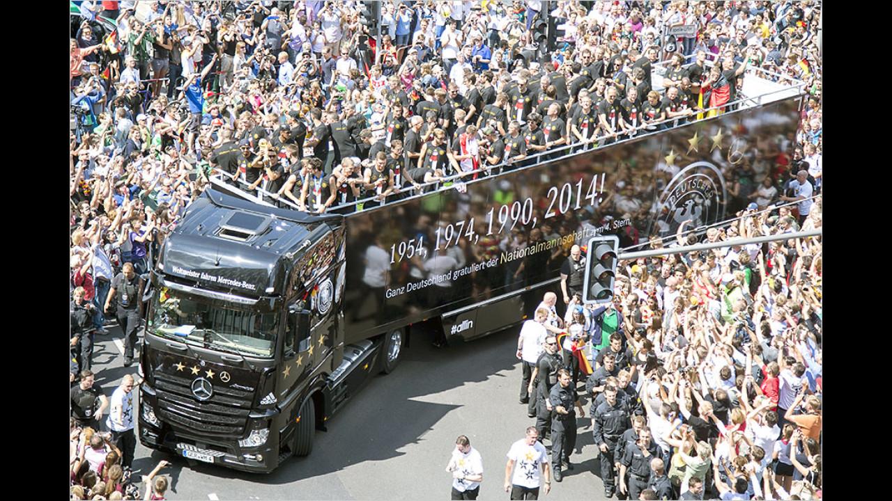 Deutsche Fussball-Nationalmannschaft: Mercedes