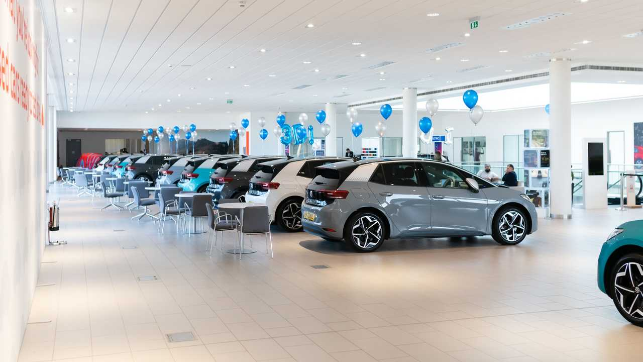 First Volkswagen ID.3 deliveries in the UK