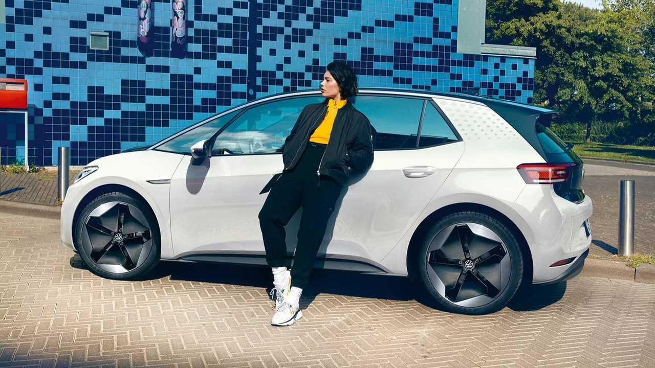 copertina Volkswagen ID.3, il prezzo di listino parte da 38.900 euro