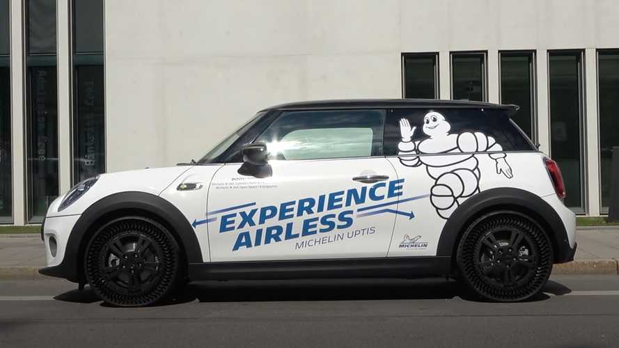 Watch A Mini Cooper SE Ride On Michelin Uptis Airless Tires