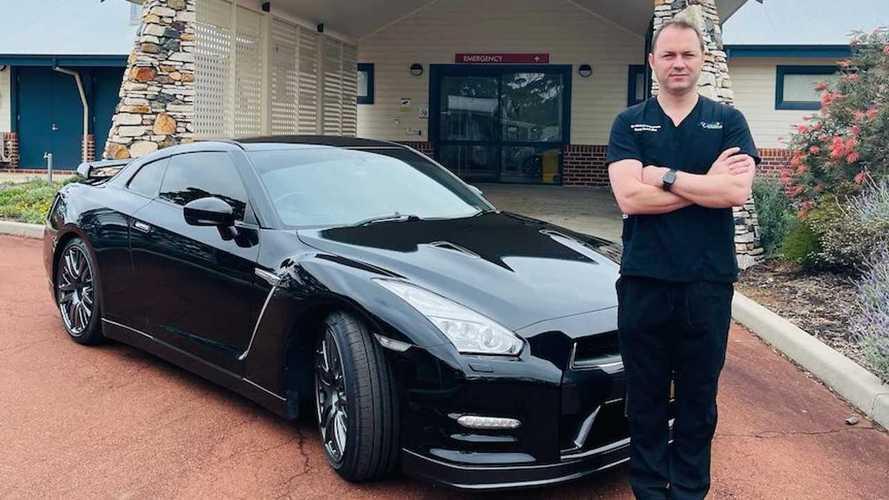 Un médico quiere usar un Nissan GT-R como vehículo de emergencia