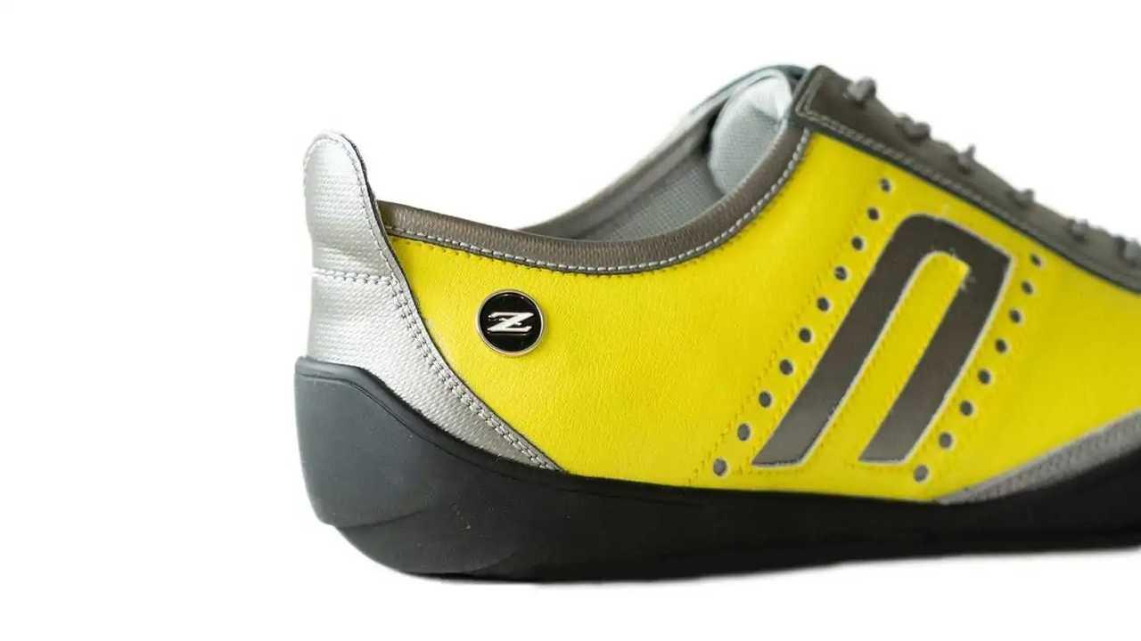 lightning yellow nissan z shoe