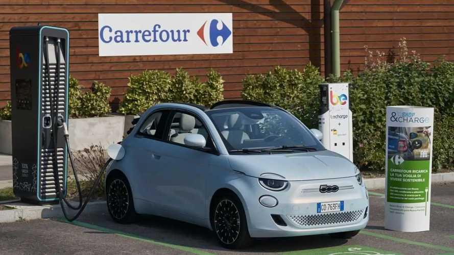 Parte Shop & Charge per ricaricare la Fiat Nuova 500 da Carrefour