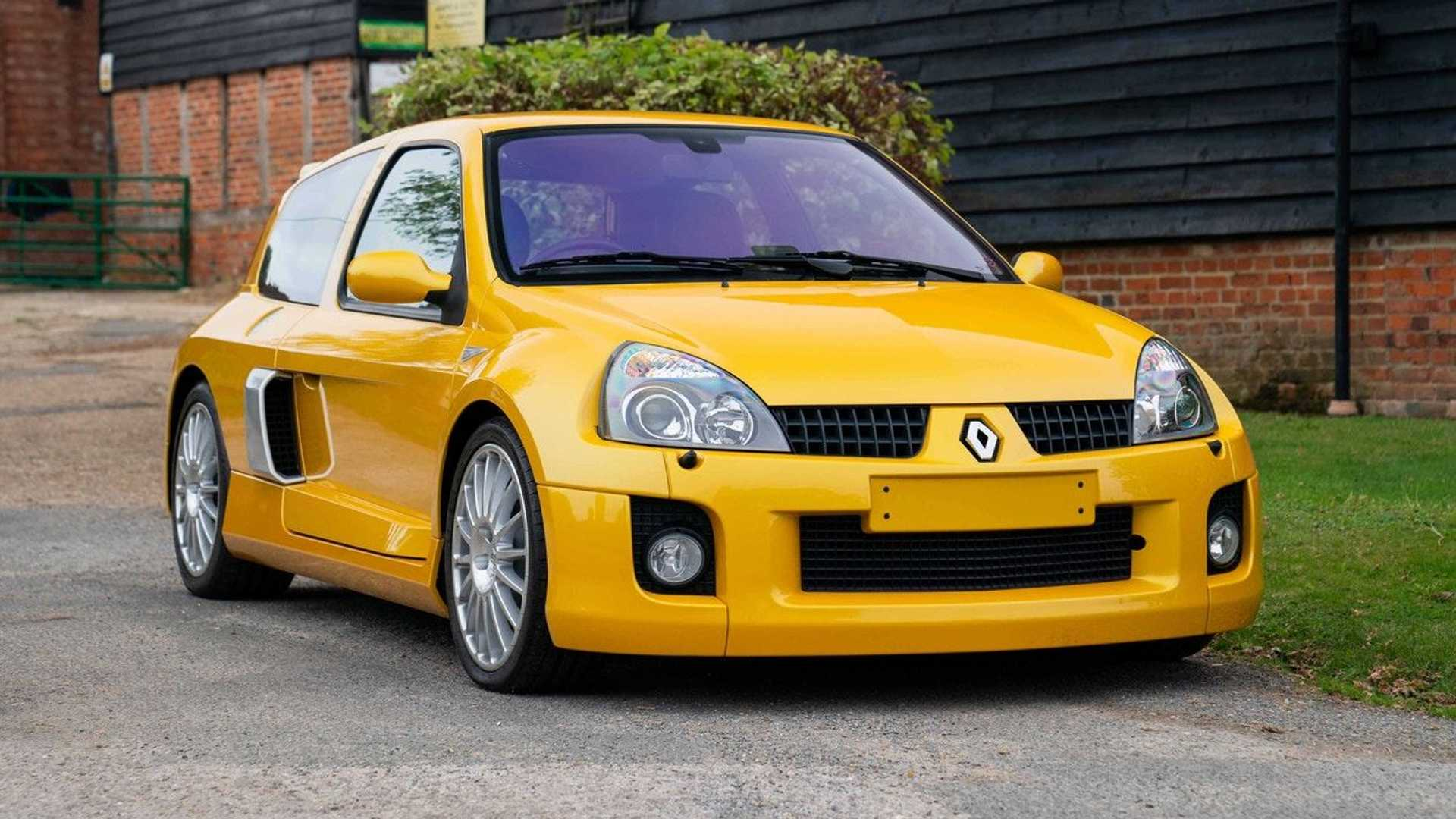 A subasta un Renault Clio V6 de 2005, con menos de 1.600 km