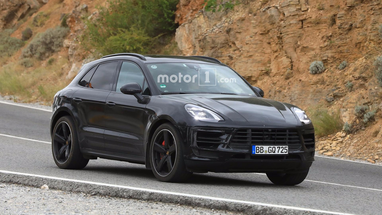2018 Porsche Macan facelift spy photo