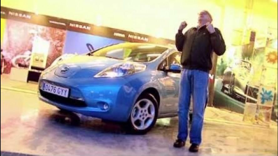 Nissan Leaf, il bello dello shock da elettricità [VIDEO]