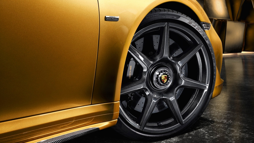 Porsche, ecco il primo cerchio in fibra di carbonio