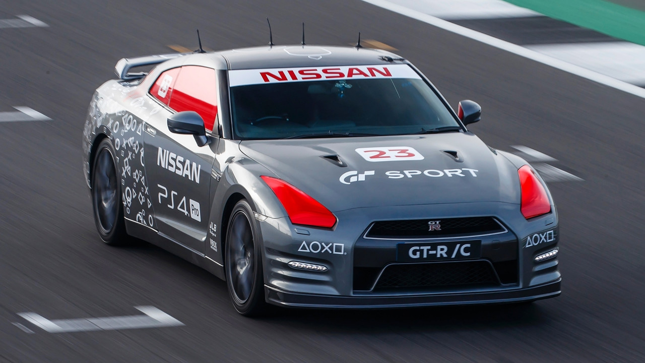 [Copertina] - Nissan GT-R, quella radiocomandata arriva a 211 km/h