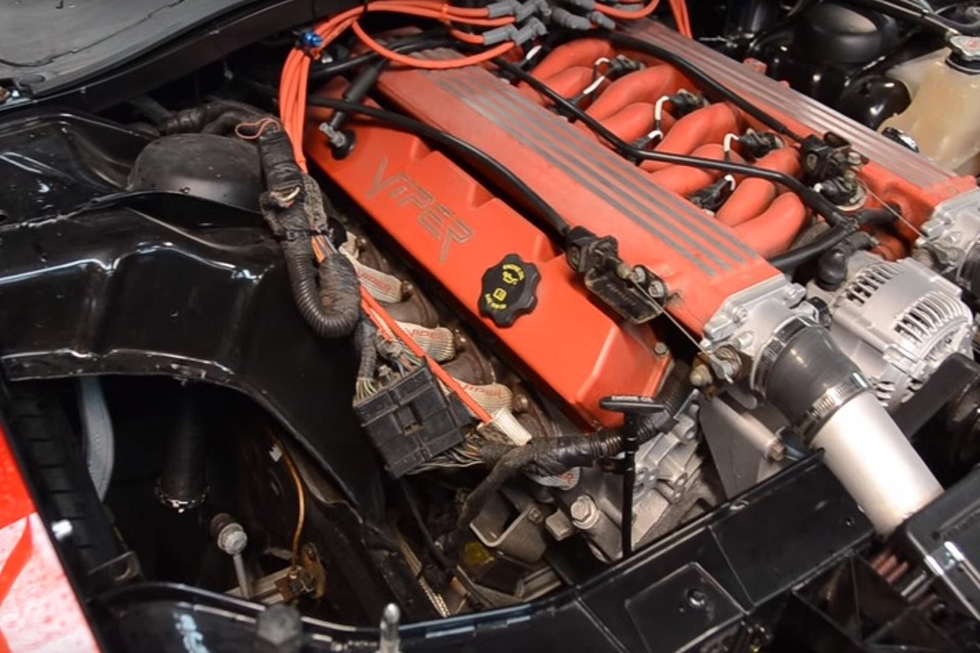 Watch A V 10 Chrysler 300c Drift Car Take The Track