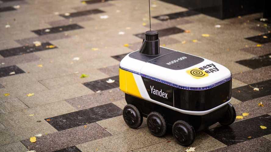 Курьеров доставки Яндекса начали менять на роботов