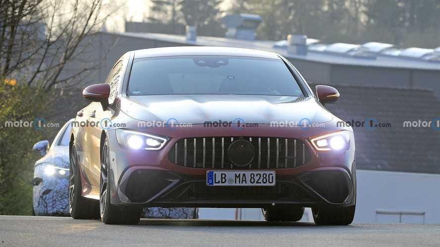 Mercedes-AMG GT73e, dikkat çekici kamuflajı ile görüntülendi