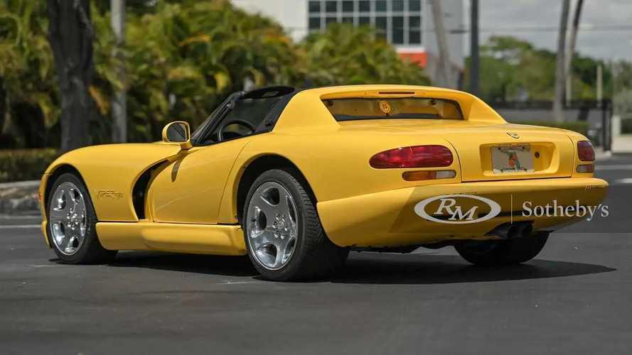Dodge Viper, in vendita 450 CV al prezzo di un'utilitaria