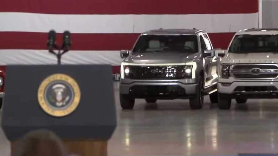 ABD Başkanı Joe Biden, elektrikli Ford F-150'yi test etti