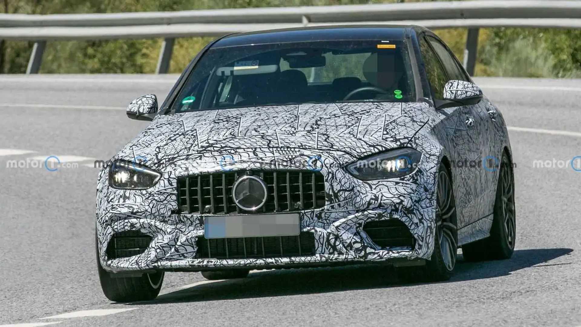 Foto espía del sedán Mercedes-AMG C63 2022