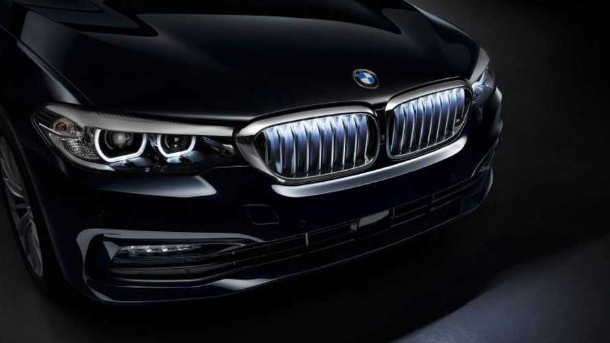 BMW 5 Series can now be fitted with illuminated kidney grille