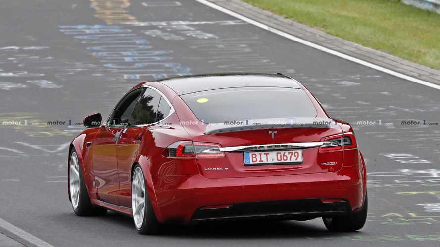 Videó: egyszerre köröz a Porsche Taycan és a Tesla Model S a Nürburgringen