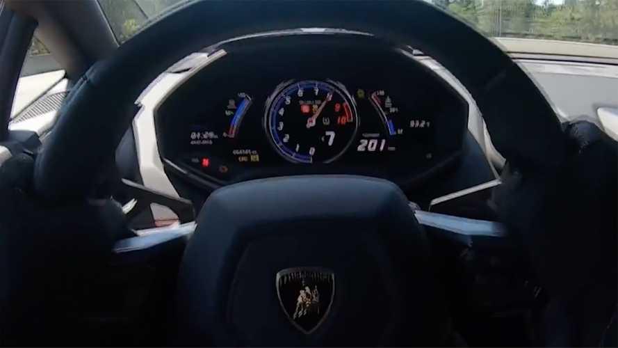 Çift turbolu Lamborghini Huracan'ın 200 km/sa hıza ulaşmasını izleyin