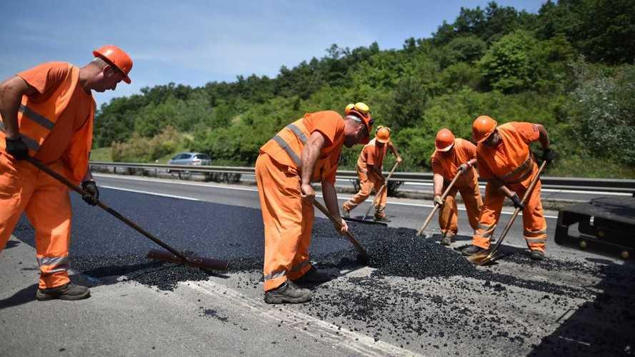 Elképesztő, hogy viselkednek az autósok az úton dolgozó munkásokkal