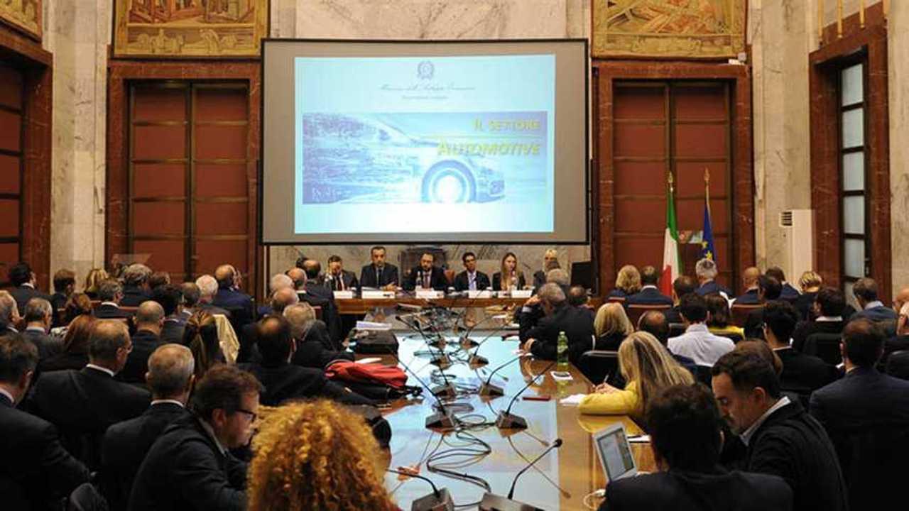Copertina Tavolo auto, così può ripartire l'industria italiana