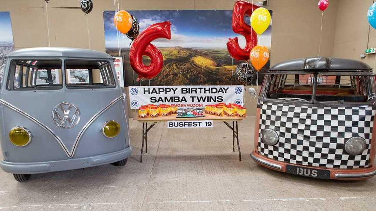 Zwei VW Samba-Busse von 1954 beim Busfest 2019