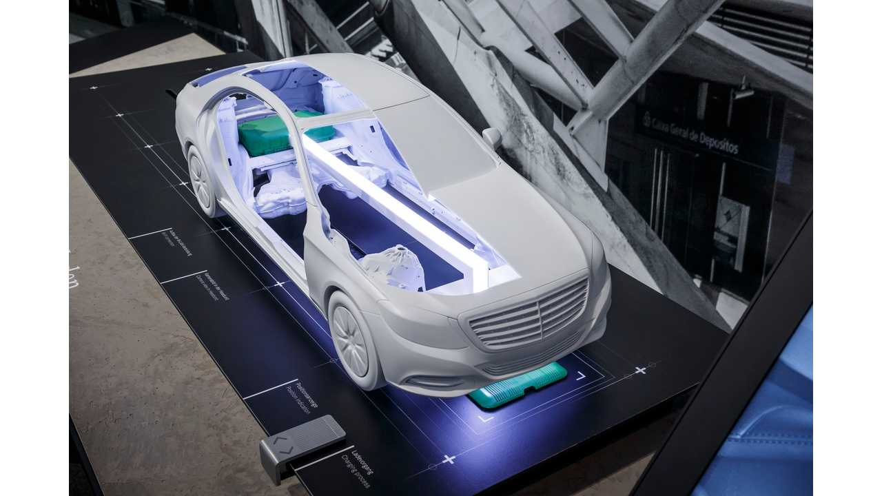 Wireless charging of the Mercedes-Benz S 500 e plug-in hybrid