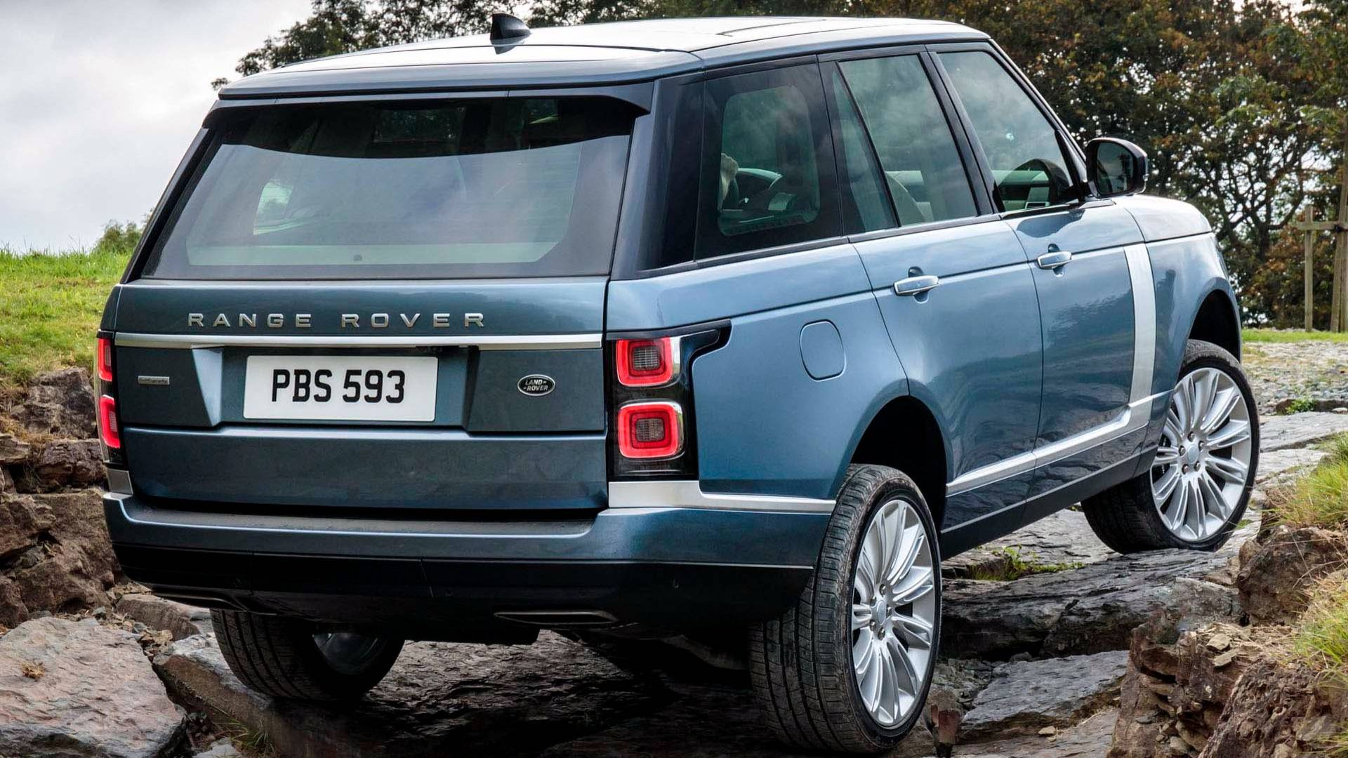 land rover unveils updated 2018 range rover p400e plug in hybrid