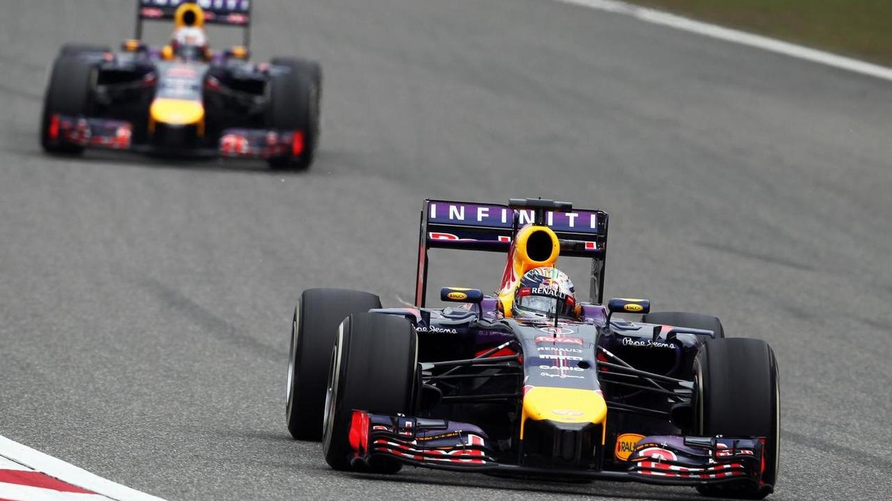 Sebastian Vettel (GER) leads team mate Daniel Ricciardo (AUS), Chinese Grand Prix, Shanghai / XPB