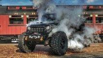 Ein Sechsrad-Jeep mit Dampfmaschine