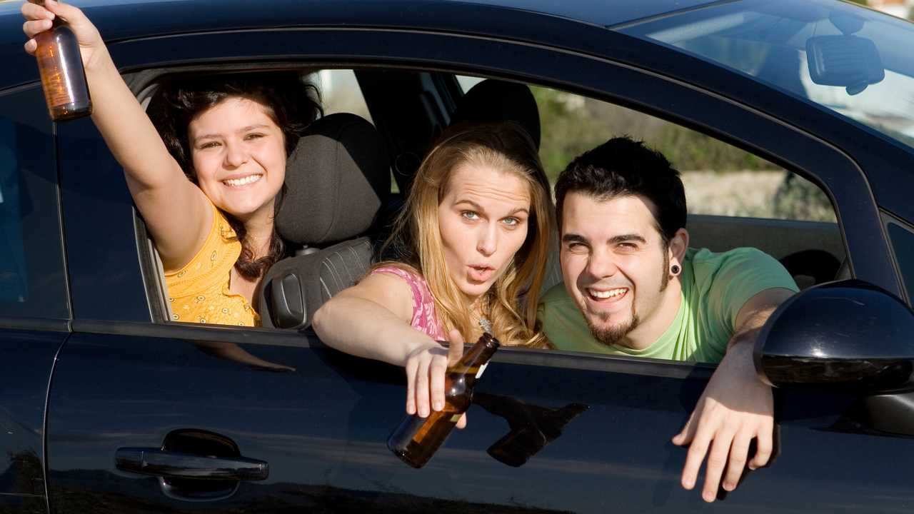 Teens drinking alcohol in car