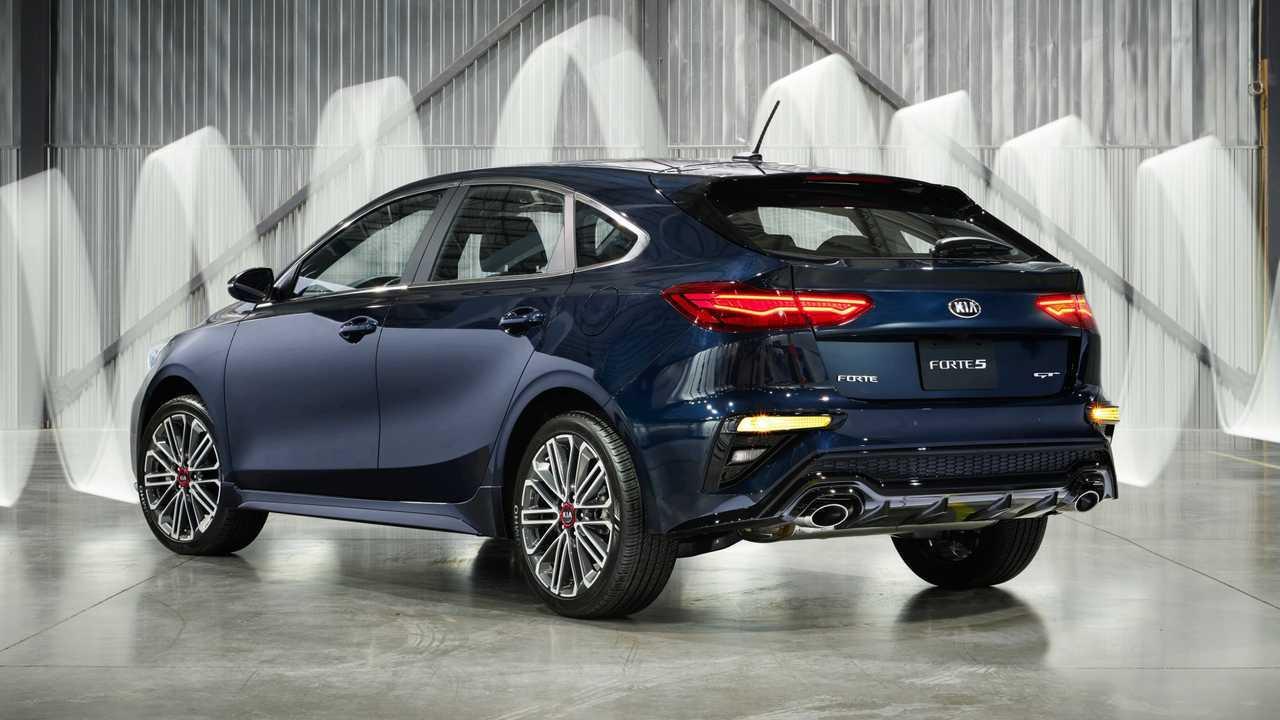 novo kia cerato hatchback estreia com motor 1 6 turbo de 204 cv