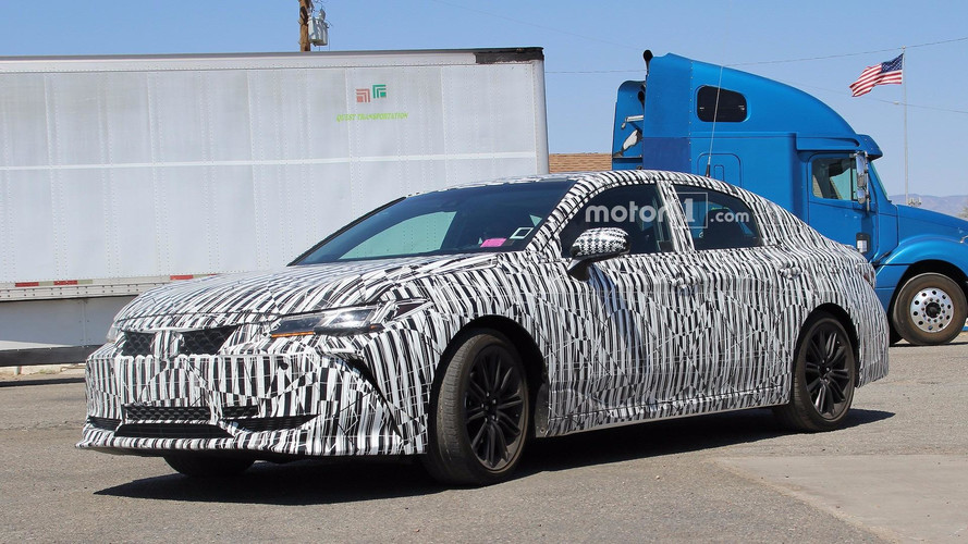 2019 Toyota Avalon spy photos