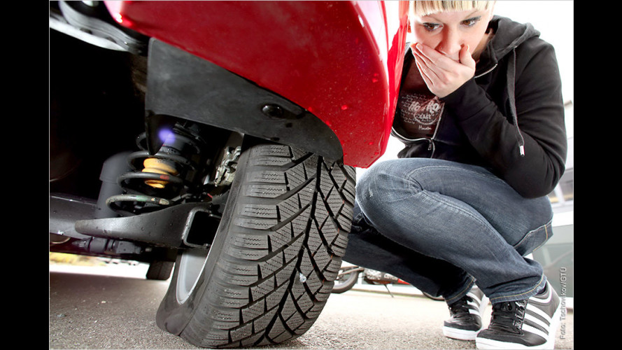 Reifenpanne: Der Reifen ist platt und das Ersatzrad fehlt?