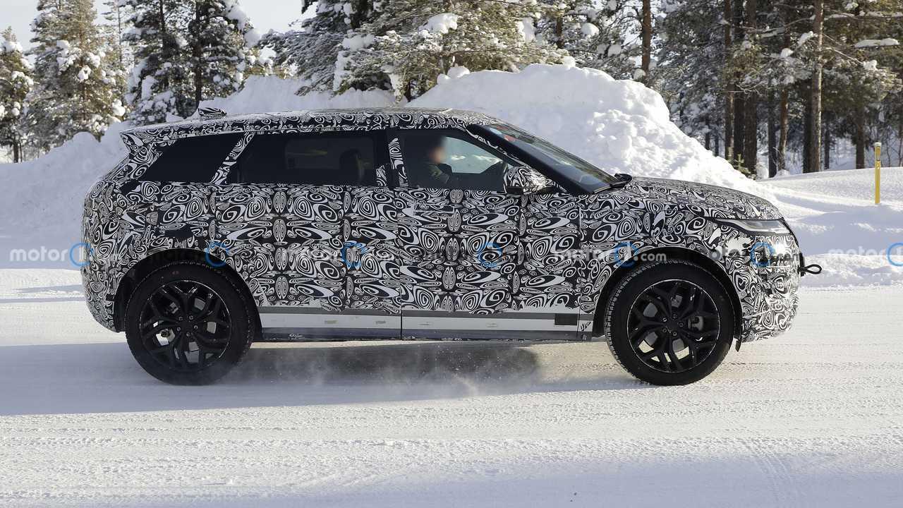 Land Rover Range Rover Evoque LWB new spy photos (side view)