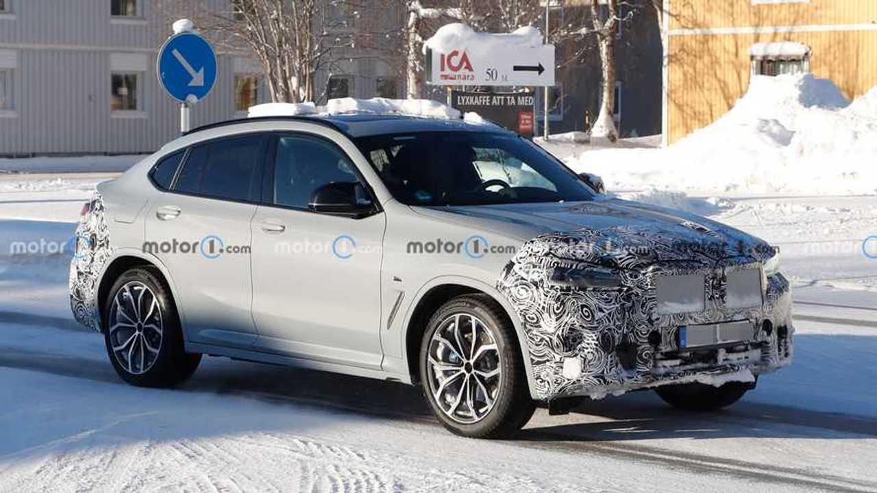 BMW X4 restyling, le foto spia degli interni